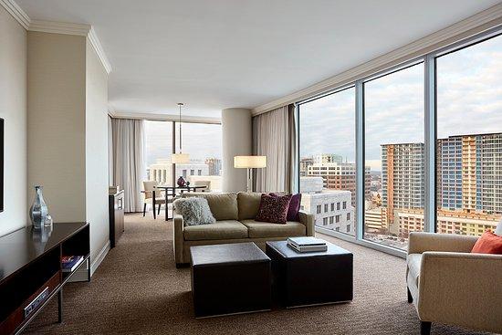 Loews Atlanta Hotel: Grand Luxury Suite Living Room