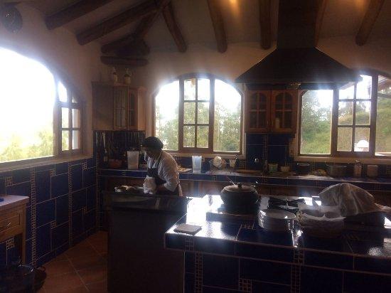 La Casa Sol Otavalo: offene Kücheneinsicht