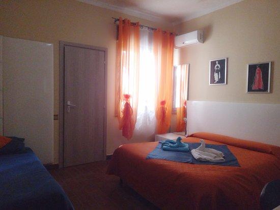 Camera Da Letto Matrimoniale In Francese : Camera da letto con matrimoniale e letto francese e bagno privato