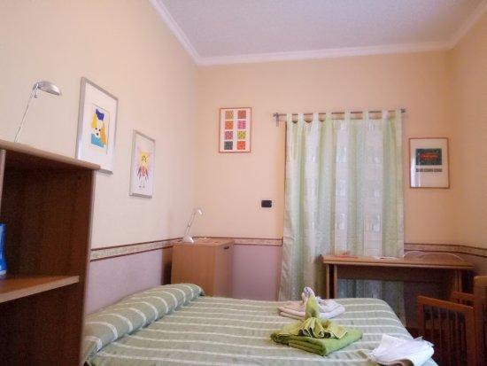 camera da letto matrimoniale con bagno condiviso - Picture of ...