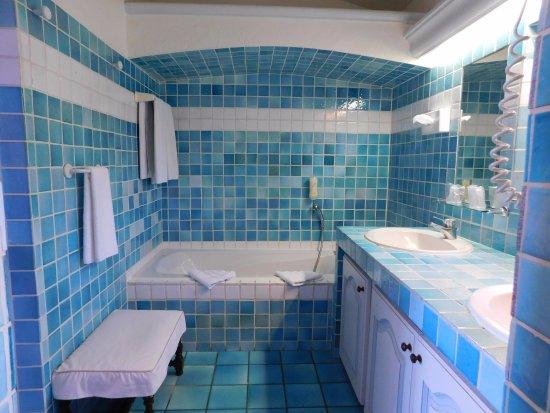 Salle de bain suite foto van hotel les santolines sainte maxime tripadvisor for Salle de bain hotel