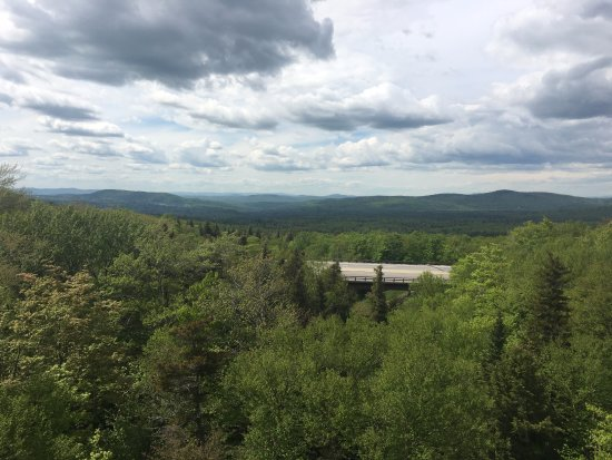 Franconia, Nueva Hampshire: View to the west, with Vermont mountains in the distance from a northern overlook.