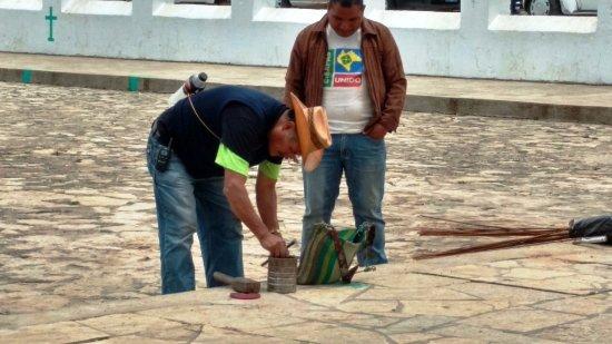 San Juan Chamula, Mexiko: Making fireworks