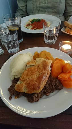 Steak Pie, Mash Potatoes, Turnip and Carrots - Picture of ...