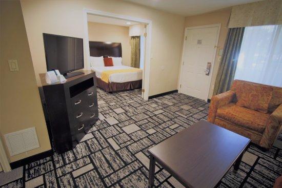 Best Western Plus Meridian Inn & Suites, Anaheim-Orange: Best Western Plus Meridian Inn & Suites Orange / Anaheim Two Queen Suite