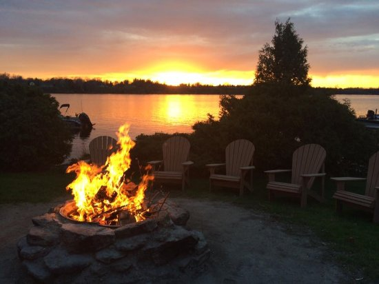 Merland Park Cottages: Sunset by the fire