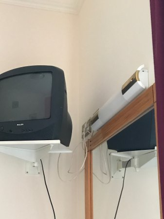 Eccles Hotel Glengarriff: Smallest tv ever way up high on the wall