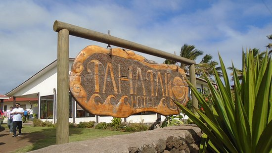 Taha Tai Hotel: Entrance Sign