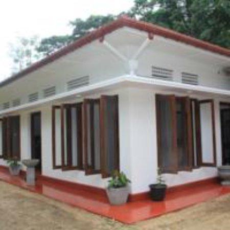 Kundasale, Sri Lanka: Mahaweli Shades