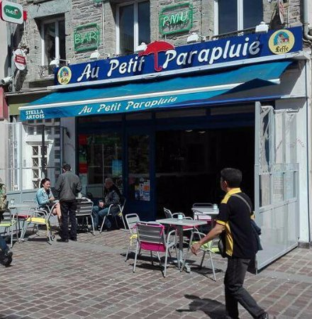 Au Petit Parapluie: La terrasse ensoleillée !