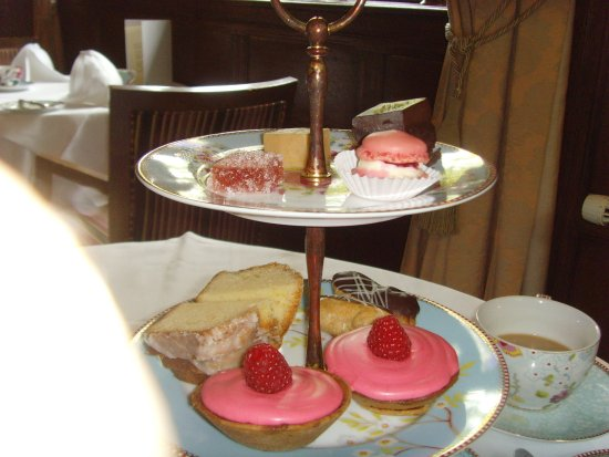 Cuckfield, UK: afternoon tea £52