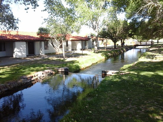 Toyahvale, TX: Water from spring discharge flows by our room.