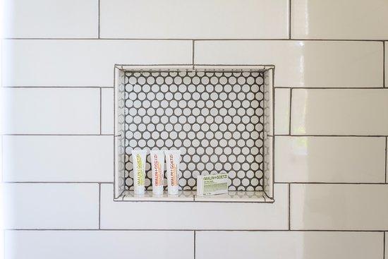 Breakers MTK : Malin + Goetz Bath Amenities