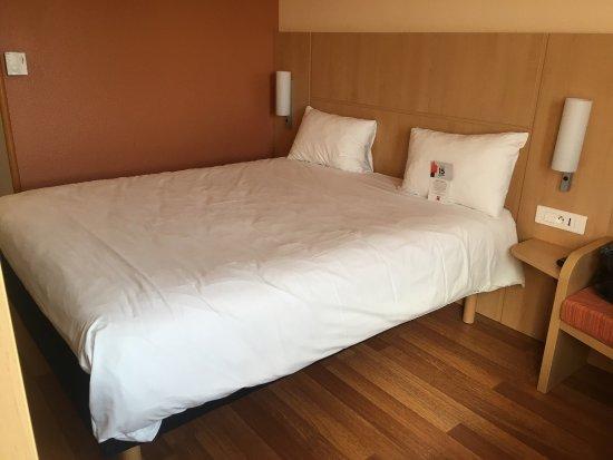 chambre photo de ibis evry vry tripadvisor. Black Bedroom Furniture Sets. Home Design Ideas