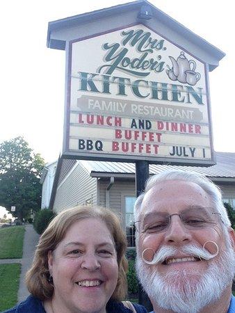 Mount Hope, Οχάιο: Mrs Yoder's BEST Fried Chicken