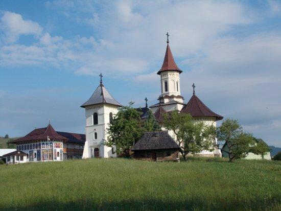 Manastirea Humorului, Romênia: Il nuovo monastero costruito nei pressi del vecchio