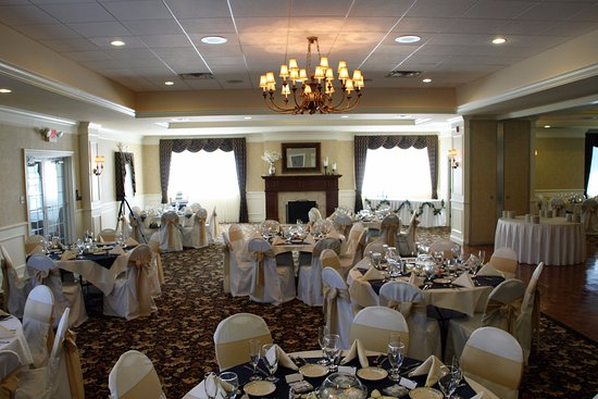 Hanover, PA: Bay City's beautiful ballroom with seating up to 275 people.