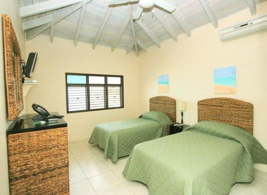 Buccaneer Beach Club: bedroom in the cottage