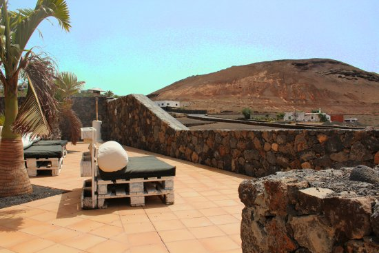 Tinajo, İspanya: Terrazza con vista mare e montagne