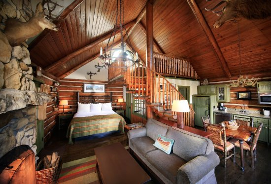 Delicieux Big Cedar Lodge: Private One Bedroom With A Loft Log Cabin Interior.