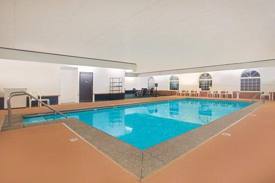 New Hampton, IA: Indoor Heated Pool with Hot Tub
