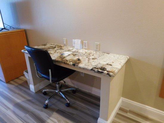 Placentia, CA: Desk area for Jr. Suite