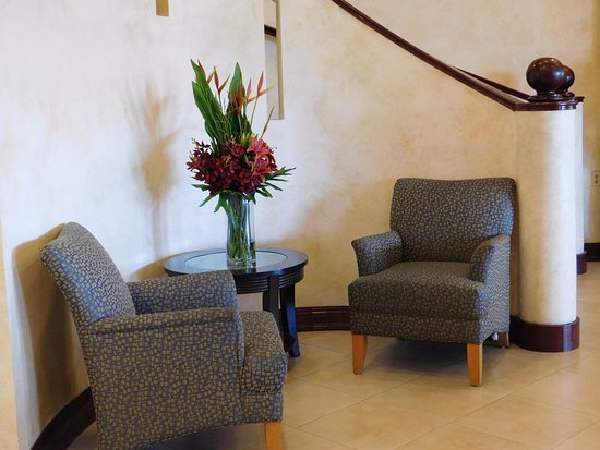 Placentia, CA: Hotel Lobby seating area