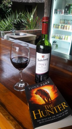 Elephant's Eye, Hwange: Good wine and a good book at the bar.