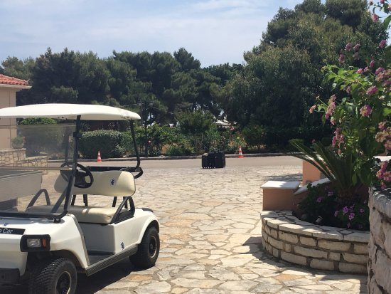 9 Muses Hotel Skala Beach: buggies to carry your luggage to your room