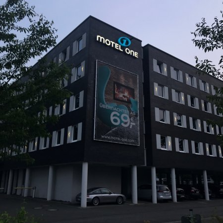 Motel One Hamburg Airport : photo0.jpg