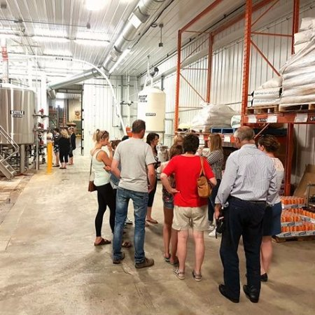 Neepawa, Canadá: Come in for a tour of the Brewery!