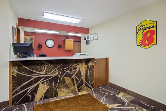 Charles City, IA: Front Desk