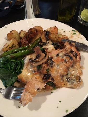 Ashland, MA: Chicken with Mushrooms and fontina cheese - AWESOME!