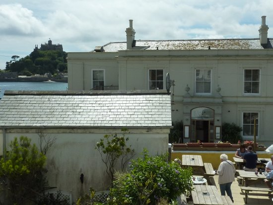 Rosario: View from the twin room to the tea garden and St. Michael's Mount