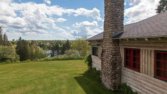 St. Stephen, Canadá: Loon Bay Lodge is on a 200 acre private estate beside the St. Croix River