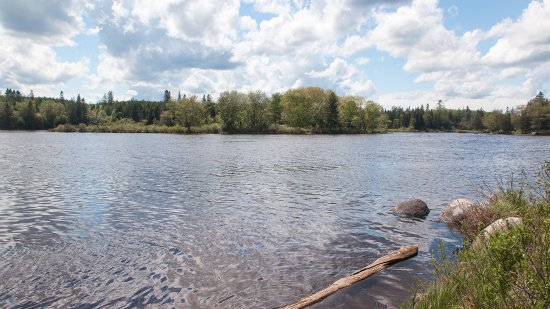 St. Stephen, Canadá: The lodge stands on St. Croix River, a Canadian National Heritage River.