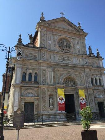 Basilica DI San Martino: Facciata principale esterna