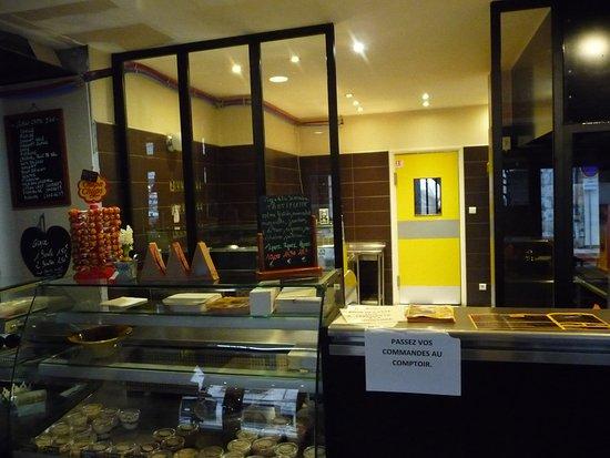 Cosne-Cours-sur-Loire, France: Le comptoir de l'emporter