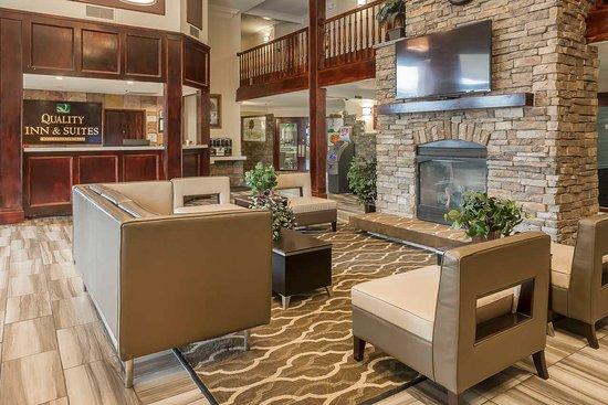 Murray, UT: Hotel Lobby and Fireplace