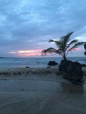 Red Frog Beach Island Resort & Spa: sunset on red frog beach at the restaurant Puna Lava