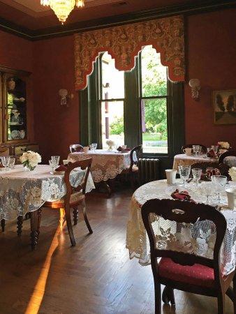 Wethersfield, CT: The Beautiful Breakfast Room