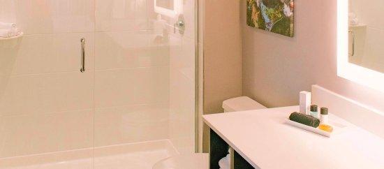 Clemson, Carolina del Sur: The Abernathy - Guest Room Bath