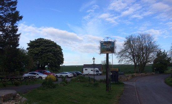 Winterbourne Bassett, UK: Lovely setting and large car park.
