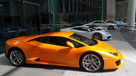 Suntec City Mall: Very upmarket cars displayed