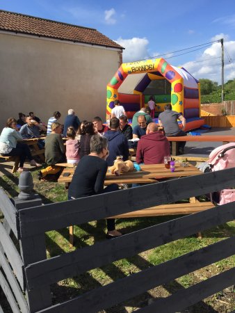Maiden Bradley, UK: New owners. Opened 16th May 2016. Family friendly!  Hot food & snacks served allday 11:30-9pm.
