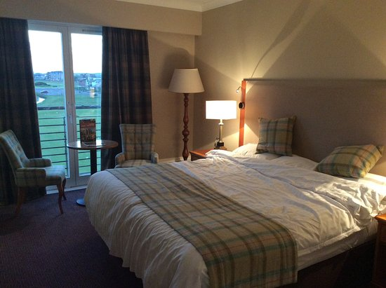 Carnoustie Golf Course Hotel: Rm 238, view of 18th green/hole