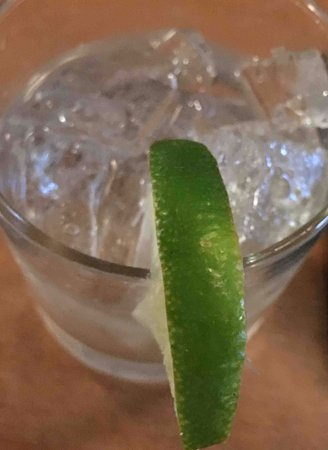 Bristol, RI: old, smelly lime in my drink - pet peeve