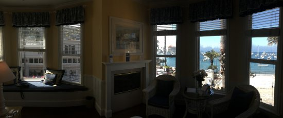 Snug Harbor Inn: Panorama of view from Catalina room