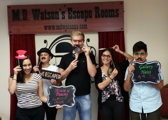 Plantation, FL: Team Foreigners escaped Gallery Heist @ M.D. Watson's Escape Rooms