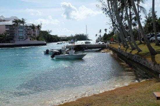 Hamilton, Bermuda: il Flatts Inlet unico punto di sbocco al mare dell'Harrington Sound